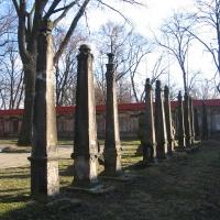leszno-kosciol-sw-krzyza-lapidarium-2.jpg