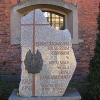 leszno-kosciol-sw-krzyza-pomnik-represjonowanych.jpg