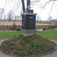 ubowice-kosciol-pomnik-poleglych