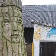 mienice-rzezba-w-drzewie