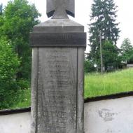 niemojow-kosciol-pomnik-poleglych.jpg