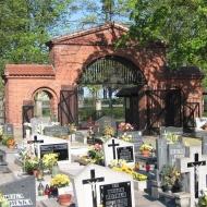 olesno-cmentarz-brama