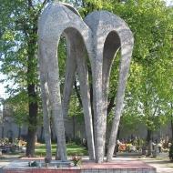 olesno-cmentarz-pomnik-lotnikow-1