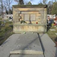 pustki-ul-trzmielowicka-cmentarz-13