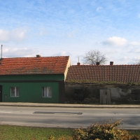 rawicz-waly-powst-wielk-budynek.jpg