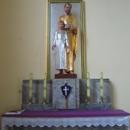 studzienna-kosciol-wnetrze-oltarz-boczny-2