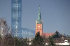 Wysoka-widok-na-Sky-Tower-i-Oltaszyn