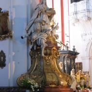 trzebnica-bazylika-wnetrze-oltarz-glowny-4
