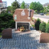 trzebnica-bazylika-pomnik-sybirakow
