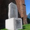 trzebnica-kosciol-ss-piotra-i-pawla-pomnik