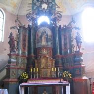 wierzbica-gorna-kosciol-wnetrze-oltarz-glowny-1