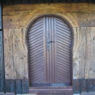 wierzbie-kosciol-drzwi