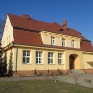 zerniki-wroclawskie-ul-kolejowa-szkola-04
