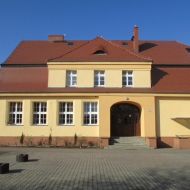 zerniki-wroclawskie-ul-kolejowa-szkola-05